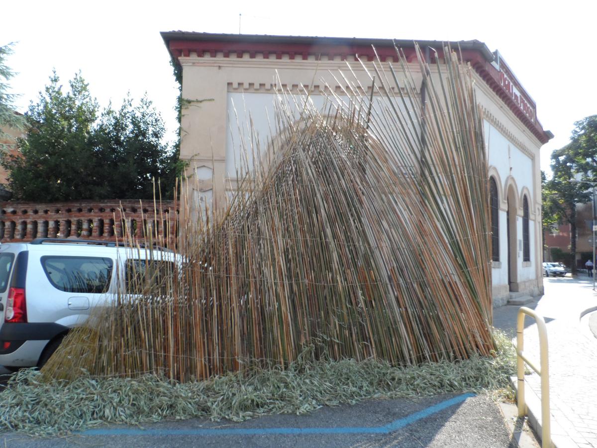 L'installazione di canne di bambù come appariva a Udine