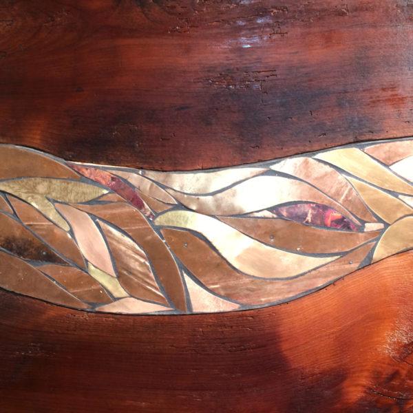 Tavolo in ciliegio antico e rame.