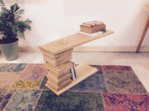 Tavolino in legno massiccio Equilibrista